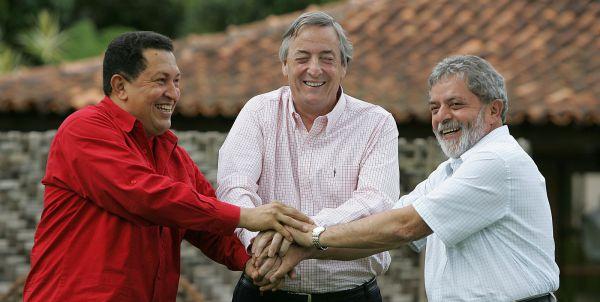 Da sinistra verso destra: Chavez. Kirchner e Lula Fonte: ilfoglio.it