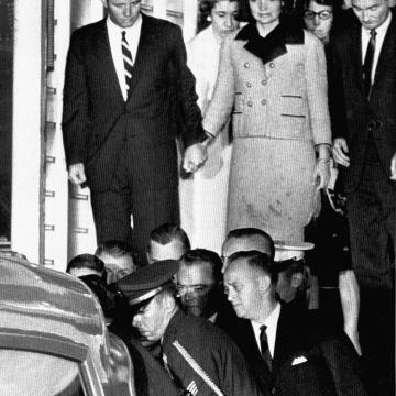 Il tailleur rosa macchiato di sangue, il giorno dell'assassinio di JFK
