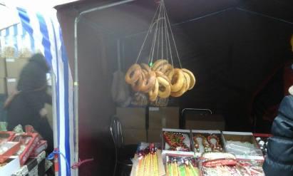 Riestainiai, collana formata da ciambelle di pane, regina indiscussa di Kaziukas. Oltre ad essere un ornamento adatto a grandi e piccini.