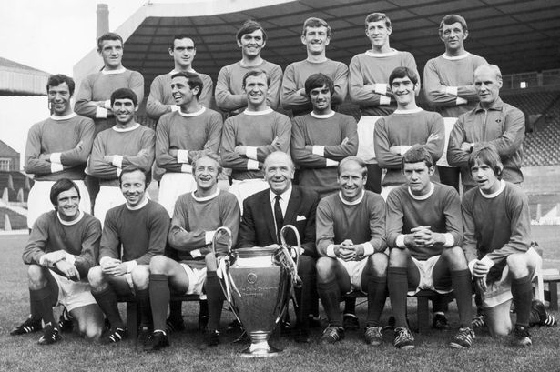 Manchester-United-European-Cup-winning-team-poses-with-the-trophy-at-Old-Trafford-1968.jpg