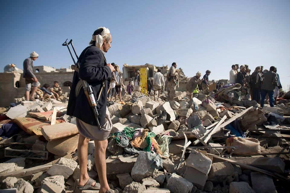 un'immagine di bombardamenti sullo Yemen