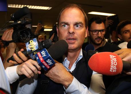 Inter: new coach Frank De Boer arrives in Milan