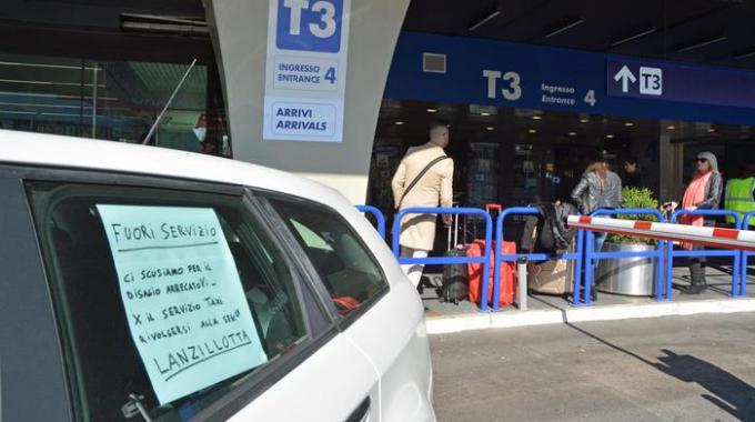 1487244552251-jpg-uber__servizio_taxi_bloccato_a_roma__proteste_a_torino_e_a_milano