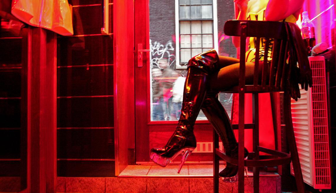 Dentro le case chiuse tedesche: la tratta al tempo della prostituzione legalizzata – The Bottom Up