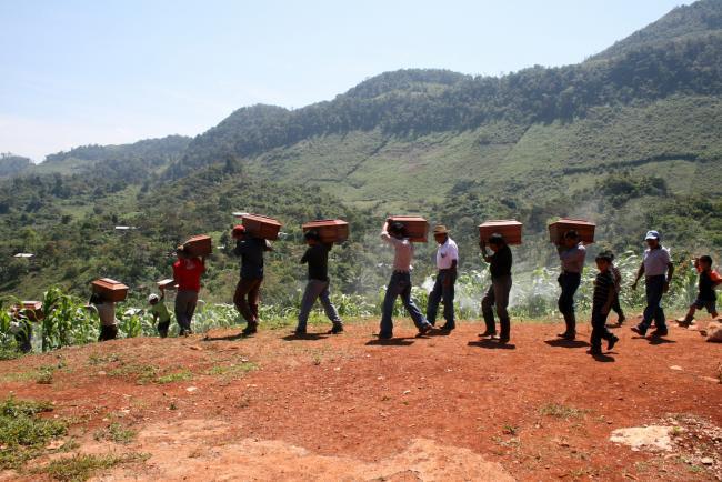 Riesumazione di vittime della guerra nella regione Ixil. Fonte: Cafca Archive