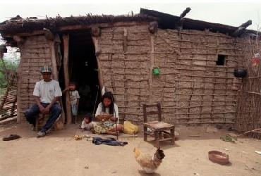 6574-construiran-casas-para-aborigenes-de-aguaray