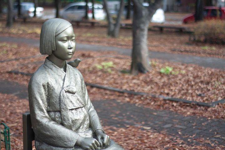 statua pace comfot women