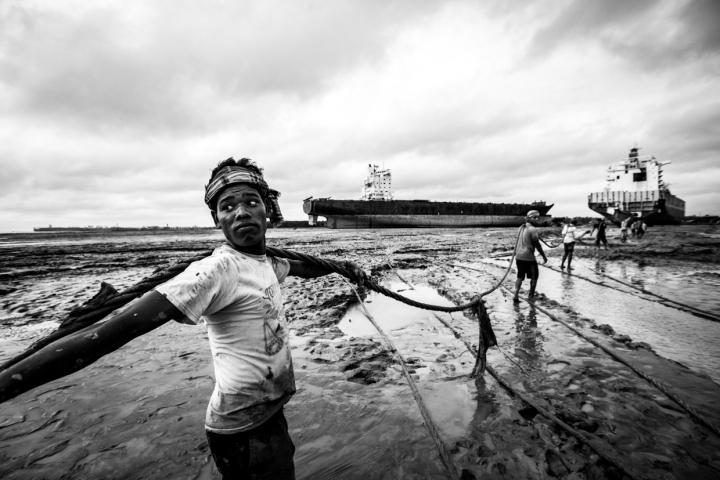 lavoratori smantellamento navi