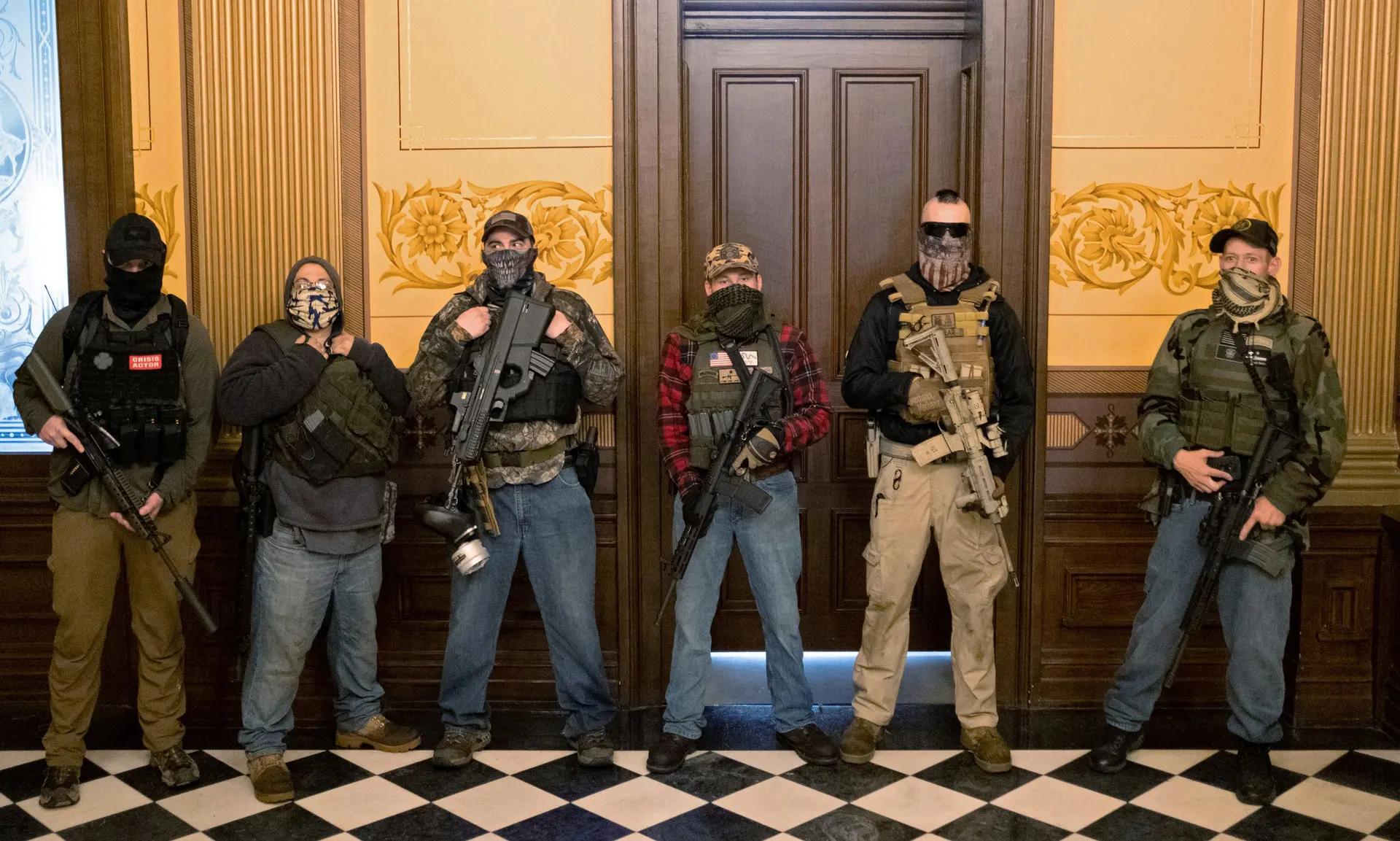 proteste michigan armi interno capitol