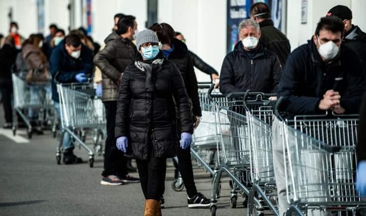 coronavirus coda supermercato